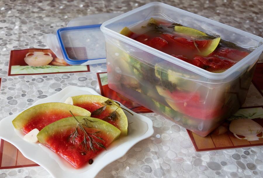 Как солить арбузы кусочками в бочке. важные нюансы приготовления соленых арбузов в бочке