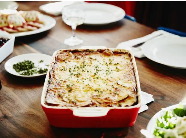 Рецепт творожной запеканки в духовке как в саду с манкой, изюмом