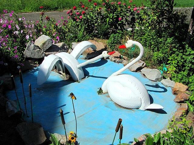 Популярная клумба: мастерим лебедя из старых покрышек