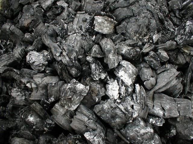Зола древесная и угольная как удобрение, как применять, видео