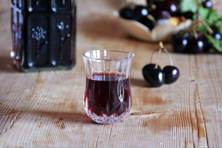 Вино из вишни с косточками в домашних условиях — 5 простых рецептов приготовления