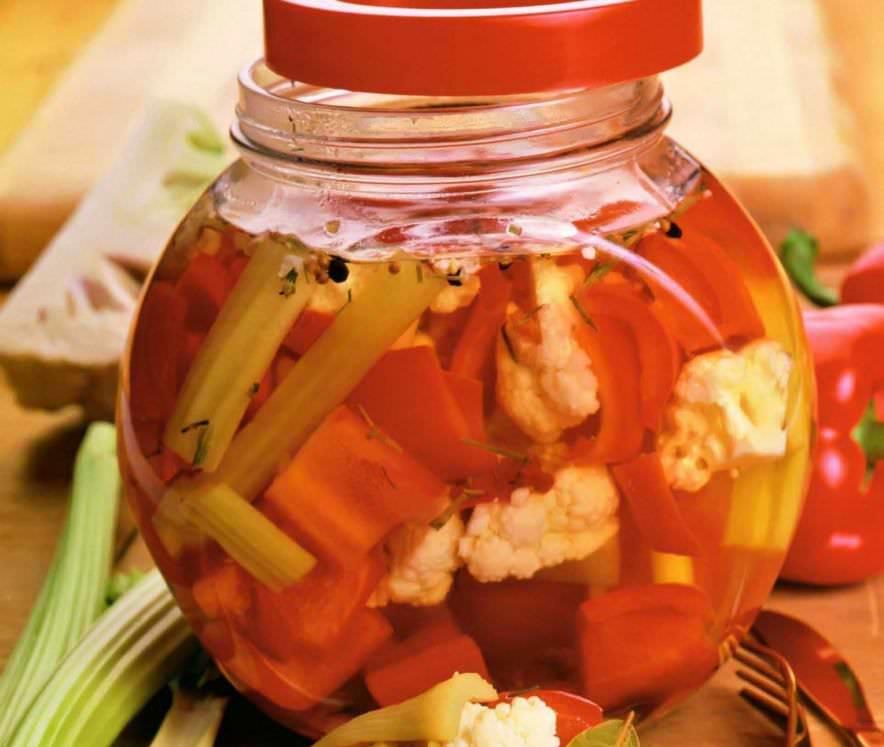 Хрустящая и безумно вкусная маринованная капуста на зиму: лучшие рецепты — все будут просить добавки