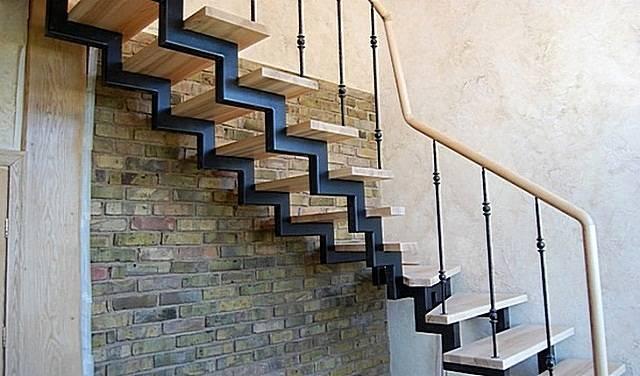 Металлические лестницы открытого и закрытого типа