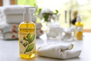 Живительная сила масла жожоба для ваших волос: полезные свойства средства и секреты его применения