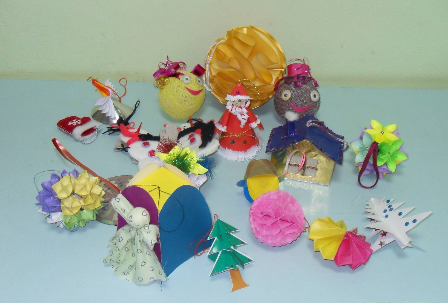 Новогодние игрушки из бисера: делаем по фото с описаниями