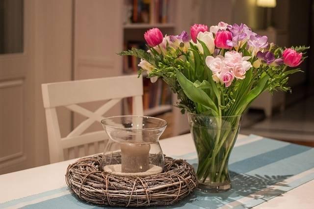 Спатифиллум «женское счастье» в цветочном горшке
