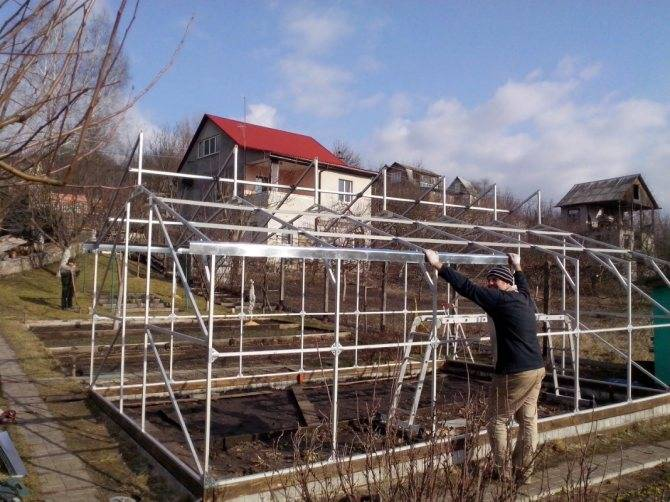 Загородный дом с плодовым садом и теплицей. устанавливаем теплицу на крыше или чердаке дома. отопление при помощи печи