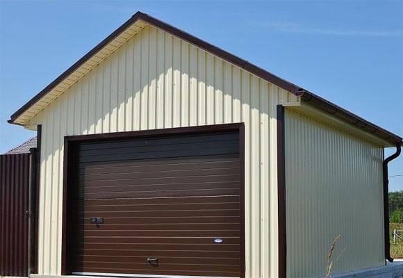 Насколько сложно построить гараж из профнастила своими руками