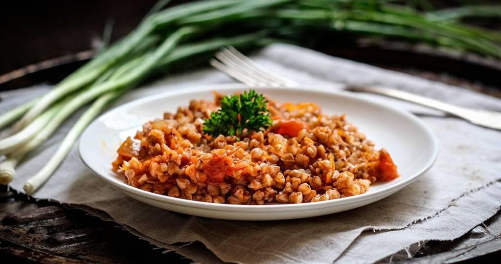 Гречка приготовленная с тушенкой: рецепты на любой вкус!
