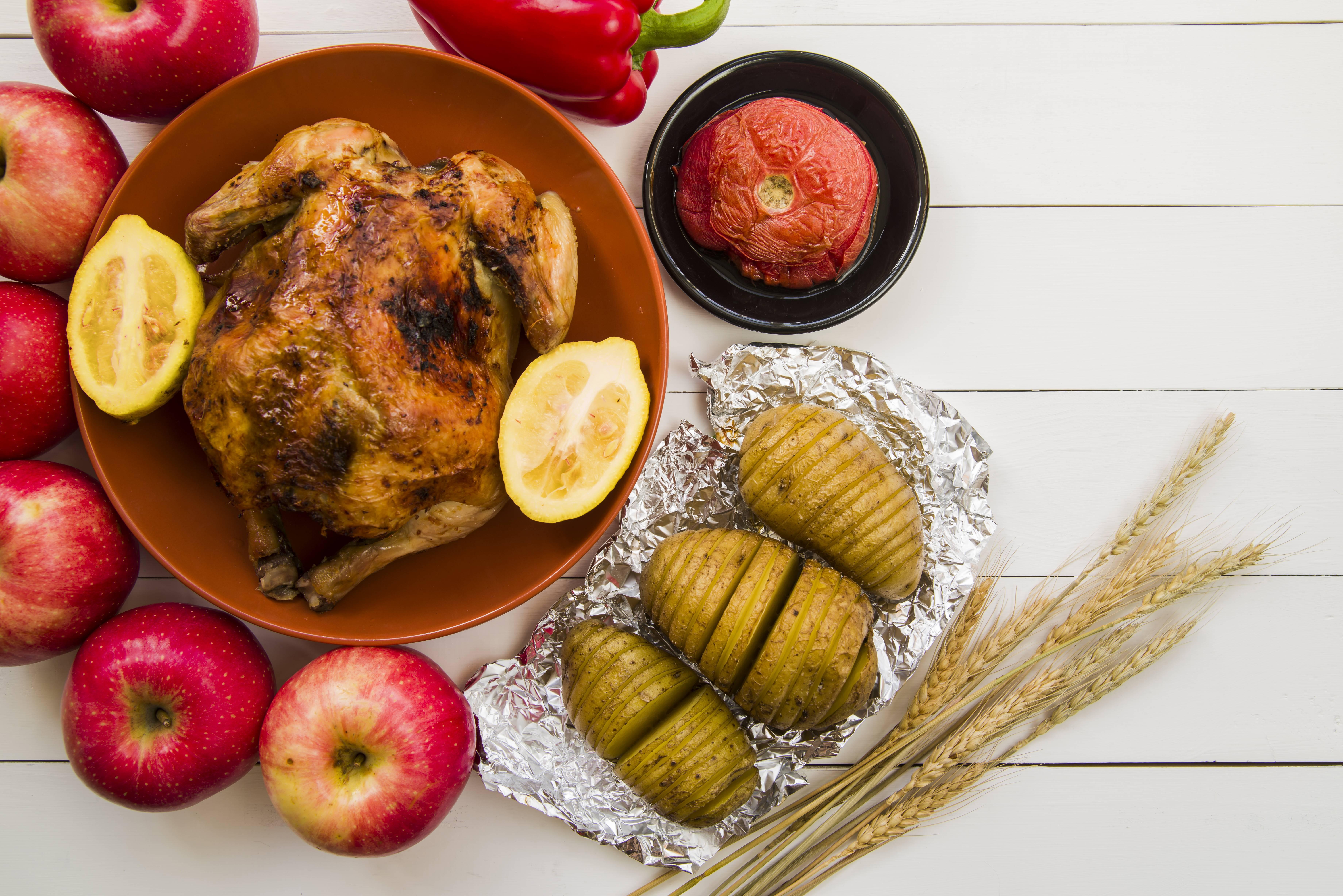 Куриная грудка с яблоком и сыром в духовке
