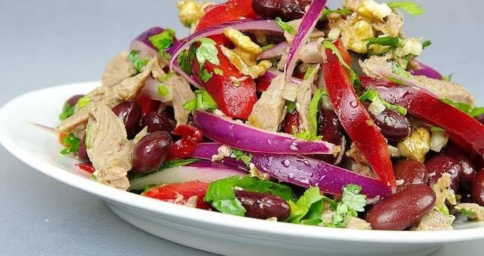 Салат с красной фасолью и сухариками рецепт с фото