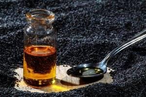 Как принимать масло черного тмина и в чем его польза и вред?