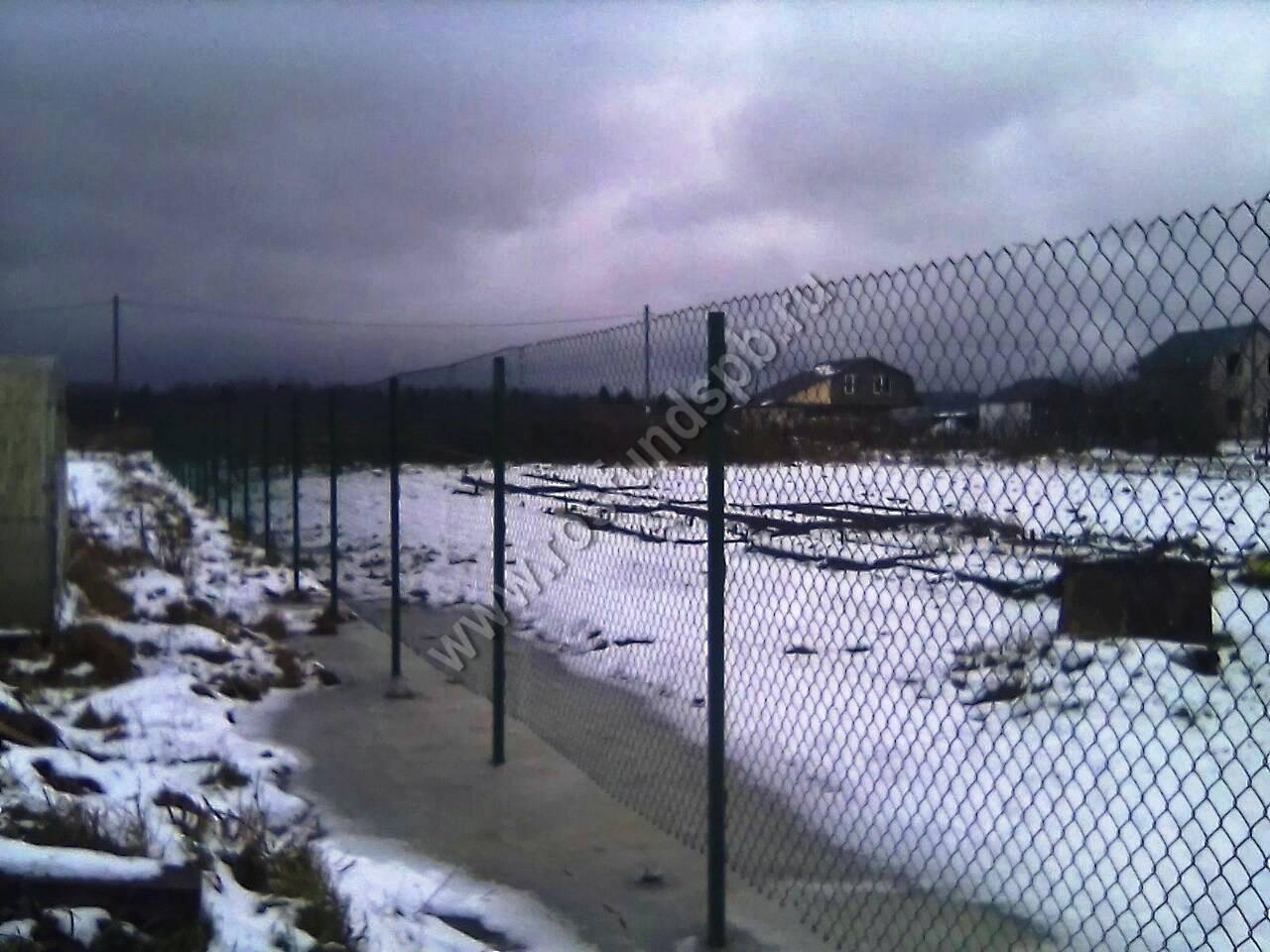 Как правильно натянуть сетку рабицу на забор и столбы своими руками одному