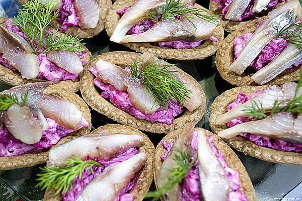 Салат в тарталетках - 9 домашних вкусных рецептов приготовления