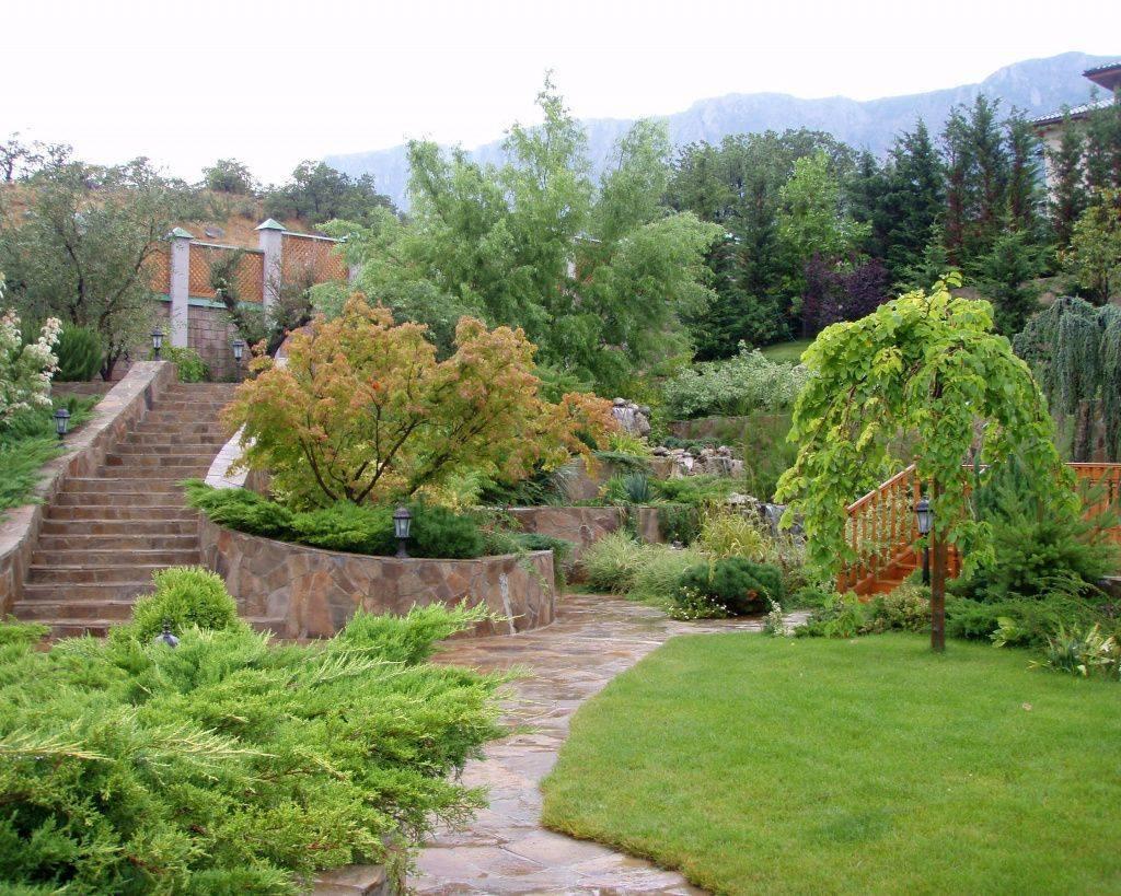 Способы декорирования сада на склоне