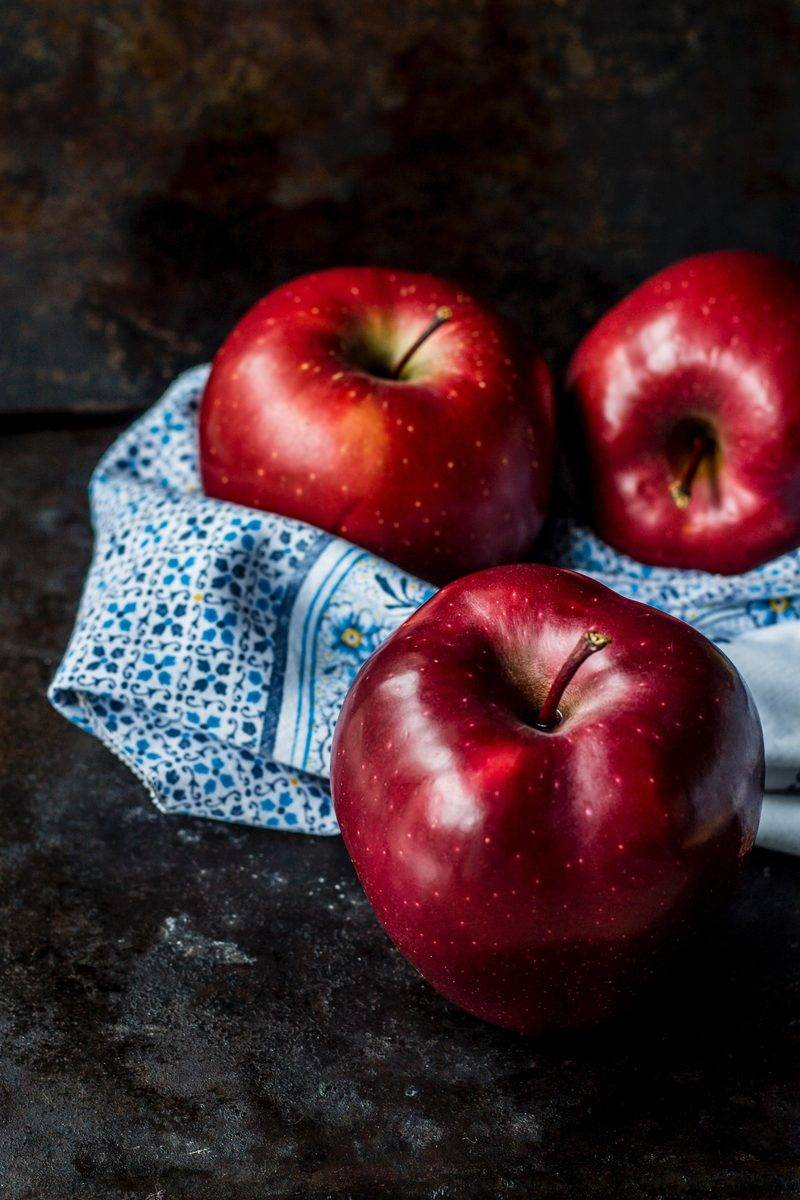 Полезные свойства и возможный вред яблочного сока: свежевыжатого, с добавками, из пакета