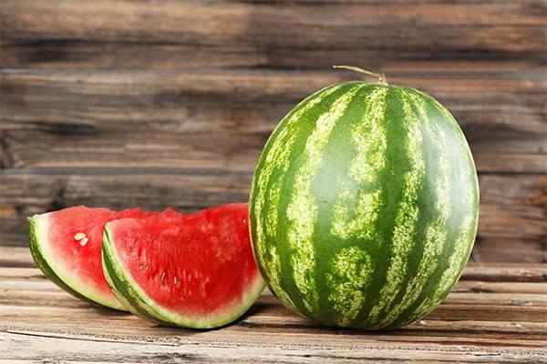 Яркая польза арбузных корок, как их правильно есть? как состав корок отличается от состава мякоти арбуза