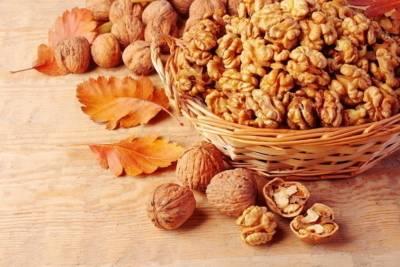Мед и грецкие орехи для потенции