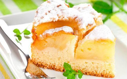 Как приготовить пышную шарлотку в духовке: на кефире с яблоками — рецепт