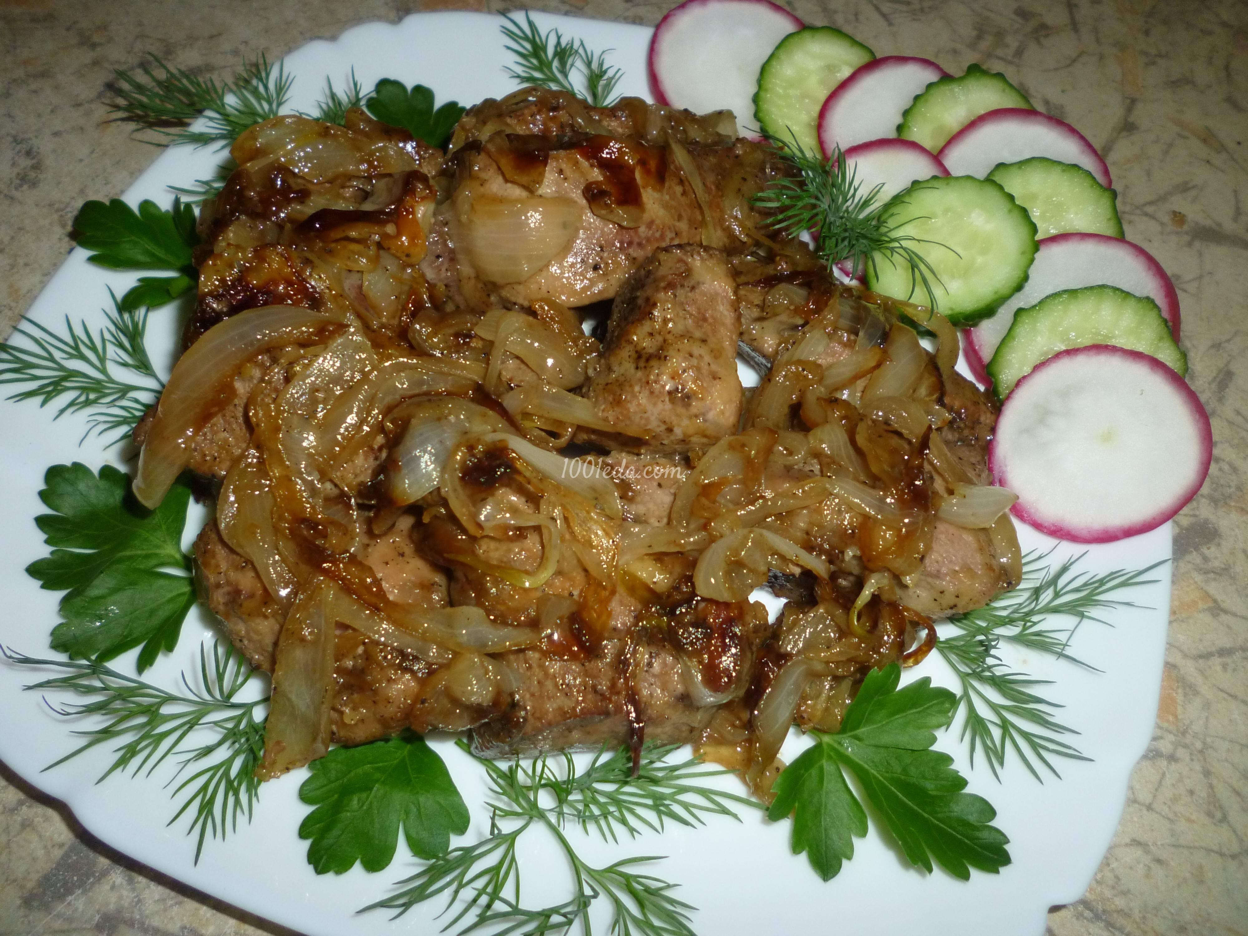 Печень свиная на сковороде жареная с луком