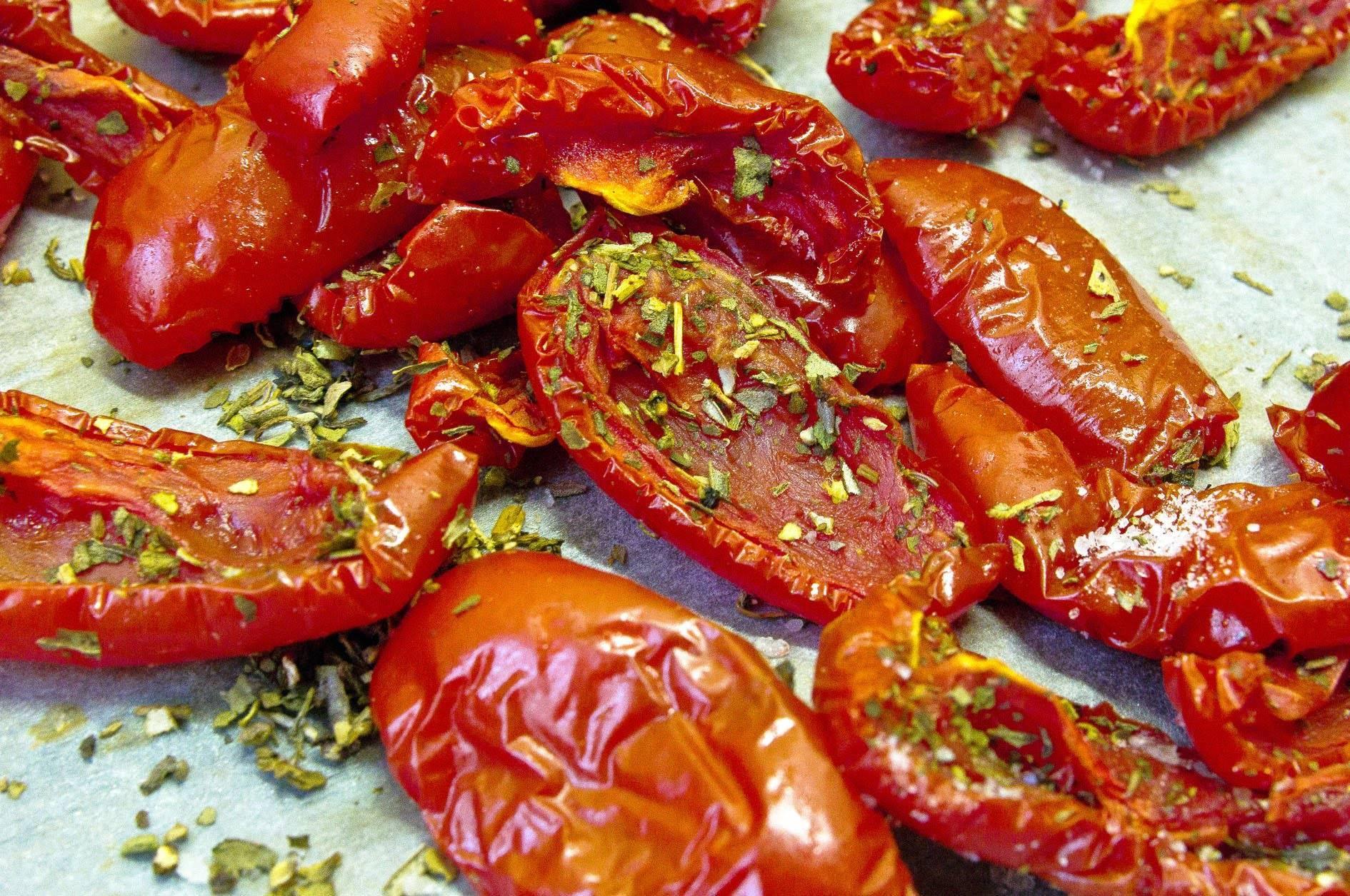 Как сделать вяленые помидоры в домашних условиях: заготовка на зиму в духовке, на солнце, в мультиварке и аэрогриле