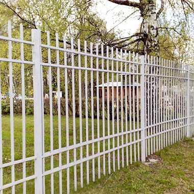 Как правильно поставить забор из профлиста? инструкция и видео уроки