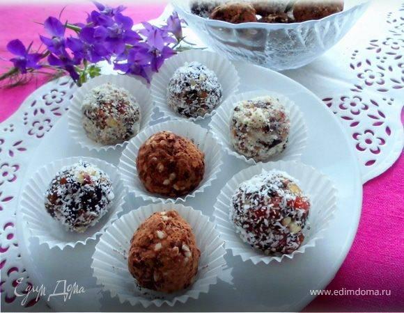 Конфеты из фиников с кокосовой стружкой, орехами, в шоколаде