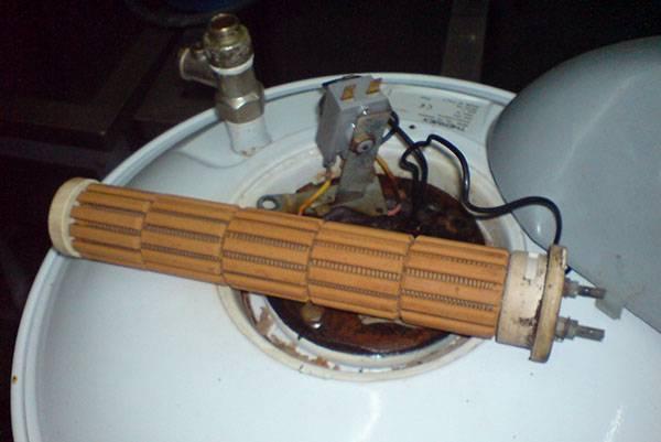 Водонагреватель электролюкс улучшает условия жизни на даче.