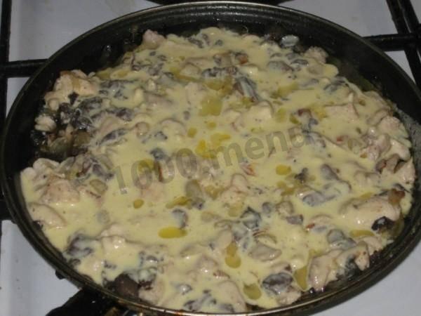 Готовим жульен с грибами и сметаной и курицей – вкусные рецепты