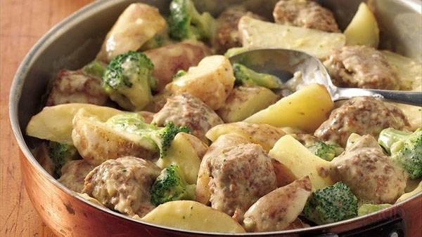 Тефтели с картофелем и подливкой – пошаговые рецепты в духовке: