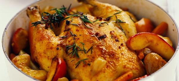 Курица с яблоками в духовке – это вам не шутка! рецепты ароматной курицы с яблоками в духовке: целиком и кусочками
