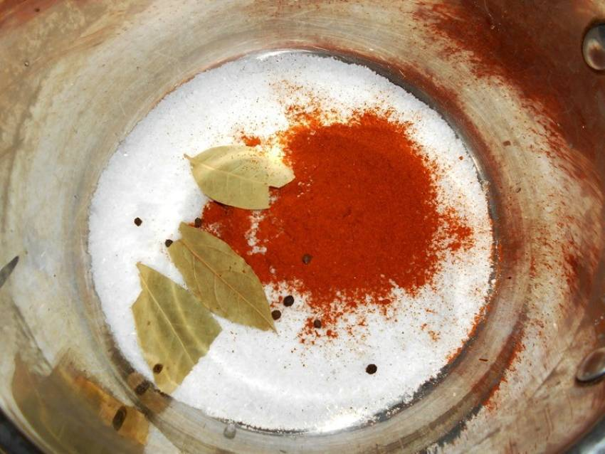 Рецепт сала, соленого с чесноком в банке