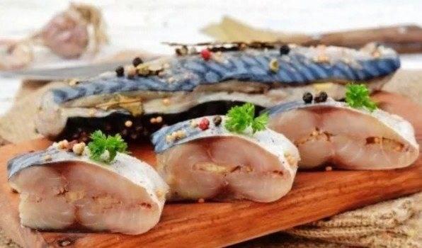 Скумбрия в луковой шелухе — лучшие рецепты. как правильно и вкусно приготовить cкумбрию в луковой шелухе.