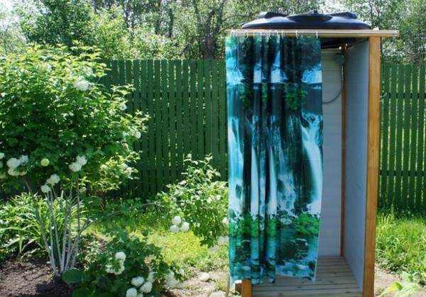 Воплощаем в жизнь лучшие идеи постройки летнего душа на даче