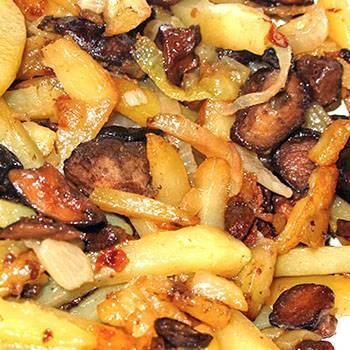 Картошка с грибами и луком жареная на сковороде