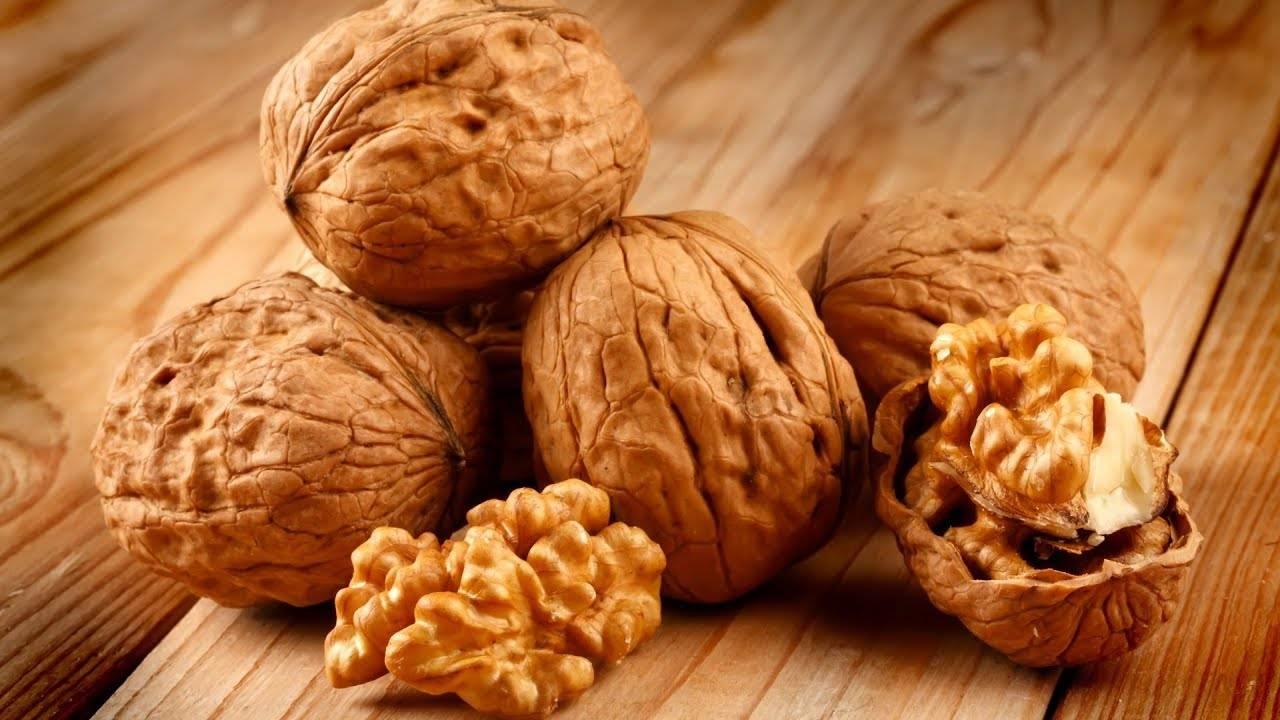 Мед и грецкий орех: для чего полезен, рецепт чудо-смеси