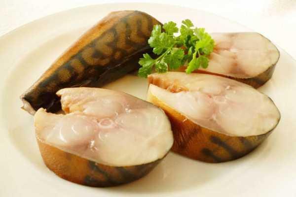 Самый вкусный рецепт скумбрии в луковой шелухе с жидким дымом