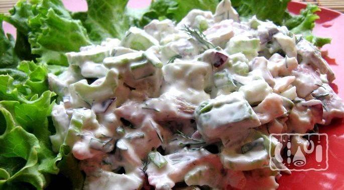 Прекрасное блюдо для настоящих гурманов салат с курицей и грибами