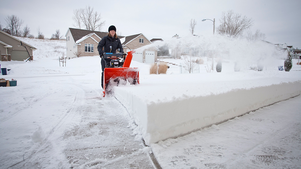 Как выбрать снегоуборочную технику для дачи?