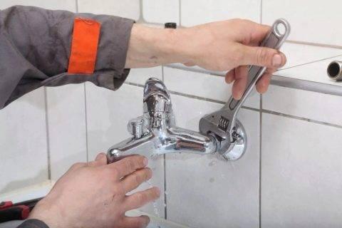 Как самостоятельно поменять смеситель на кухне