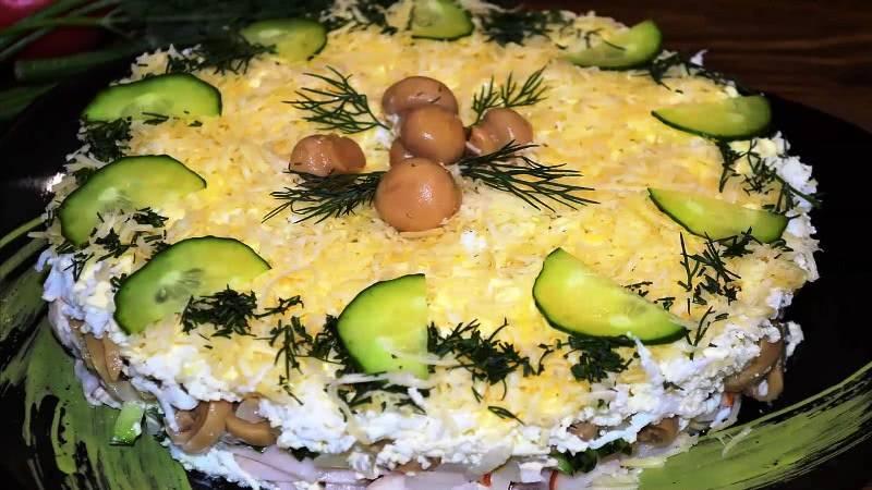 Салаты с грибами на новый год 2021: простые и вкусные грибные салатики на праздничный стол