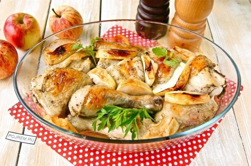 Как в духовке запечь курицу с яблоками
