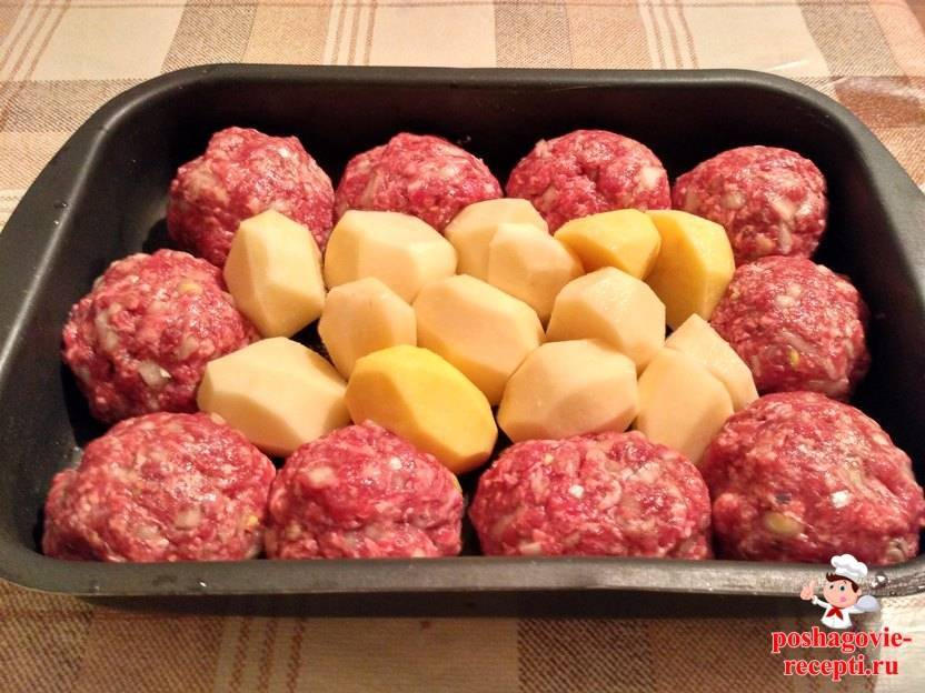 Тефтели в духовке в сметанном соусе с подливкой — рецепты с картошкой, рисом и гречкой