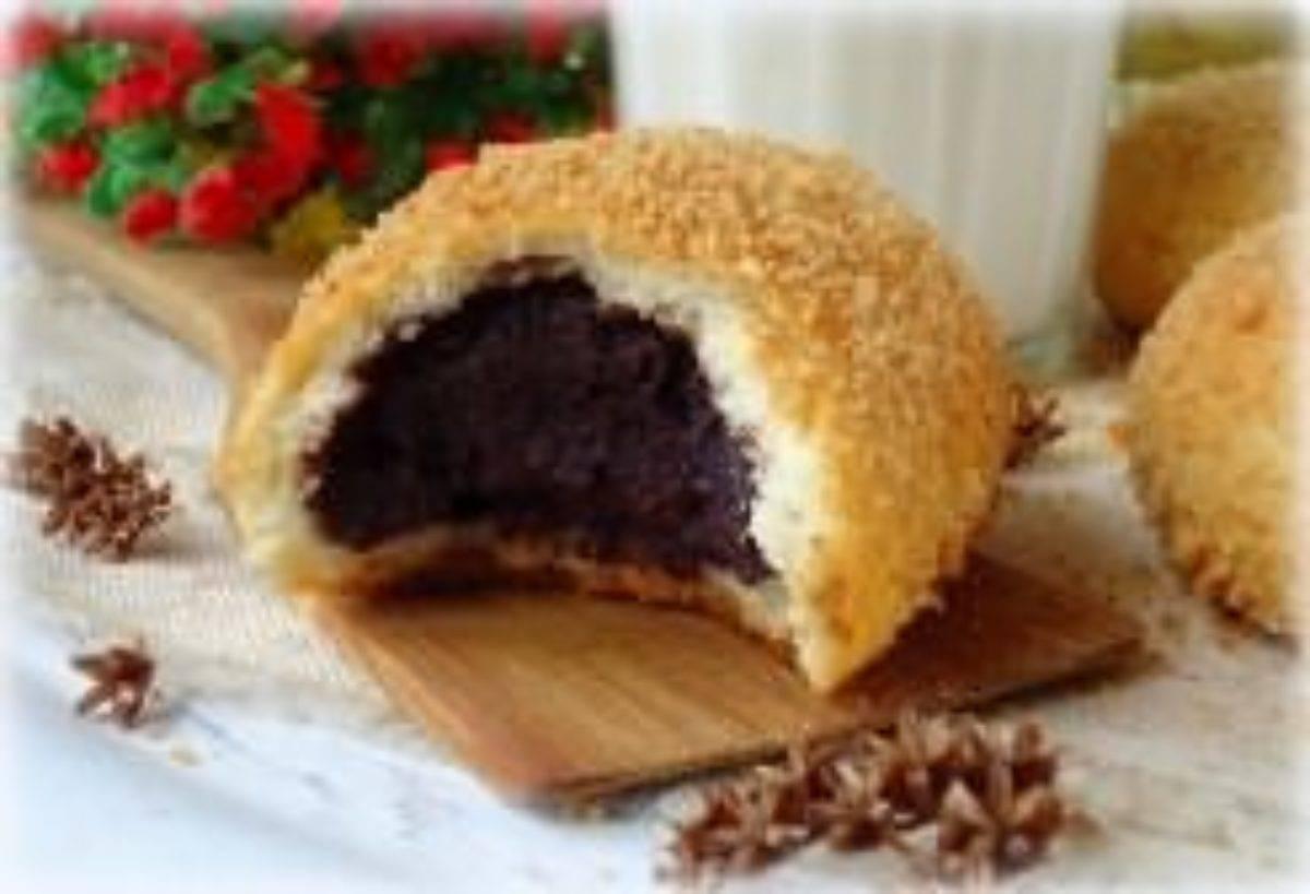 Черемуховый торт на кефире со сметанным кремом и черносливом