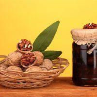 Варим варенье из грецких орехов: самые популярные рецепты