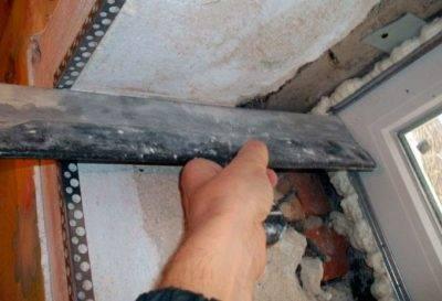 Пошаговая инструкция штукатурки откосов окон своими руками. как выполнить работу правильно?