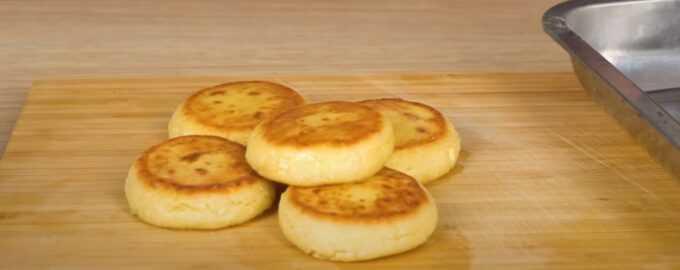 Рецепт диетических сырников из творога без муки. диетические сырники из творога: вкусные рецепты. низкокалорийные сырники с ягодным соусом