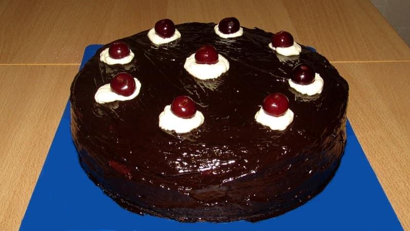 Шоколадный торт пьяная вишня с коньяком и кокосовой стружкой