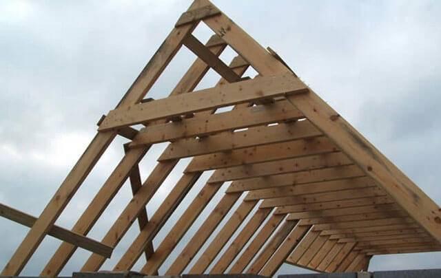 Как установить стропильную систему двускатной крыши