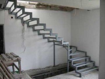 Плюсы и минусы металлических наружных лестниц